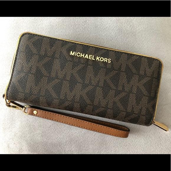 485300e10d289e KORS Michael Kors Handbags - 💯 MICHAEL KORS Signature Jet Set Wallet